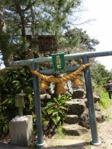 義経岩 社
