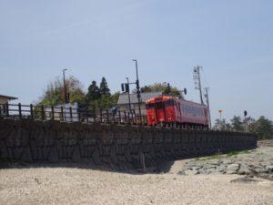 雨晴海岸 鉄道 写真