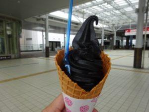 富山県 ブラックソフトクリーム