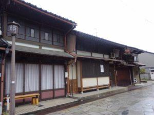 千本格子の建物